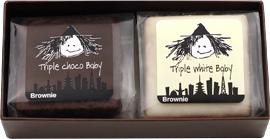 チョコレートをコーティングしたリッチなブラウニー